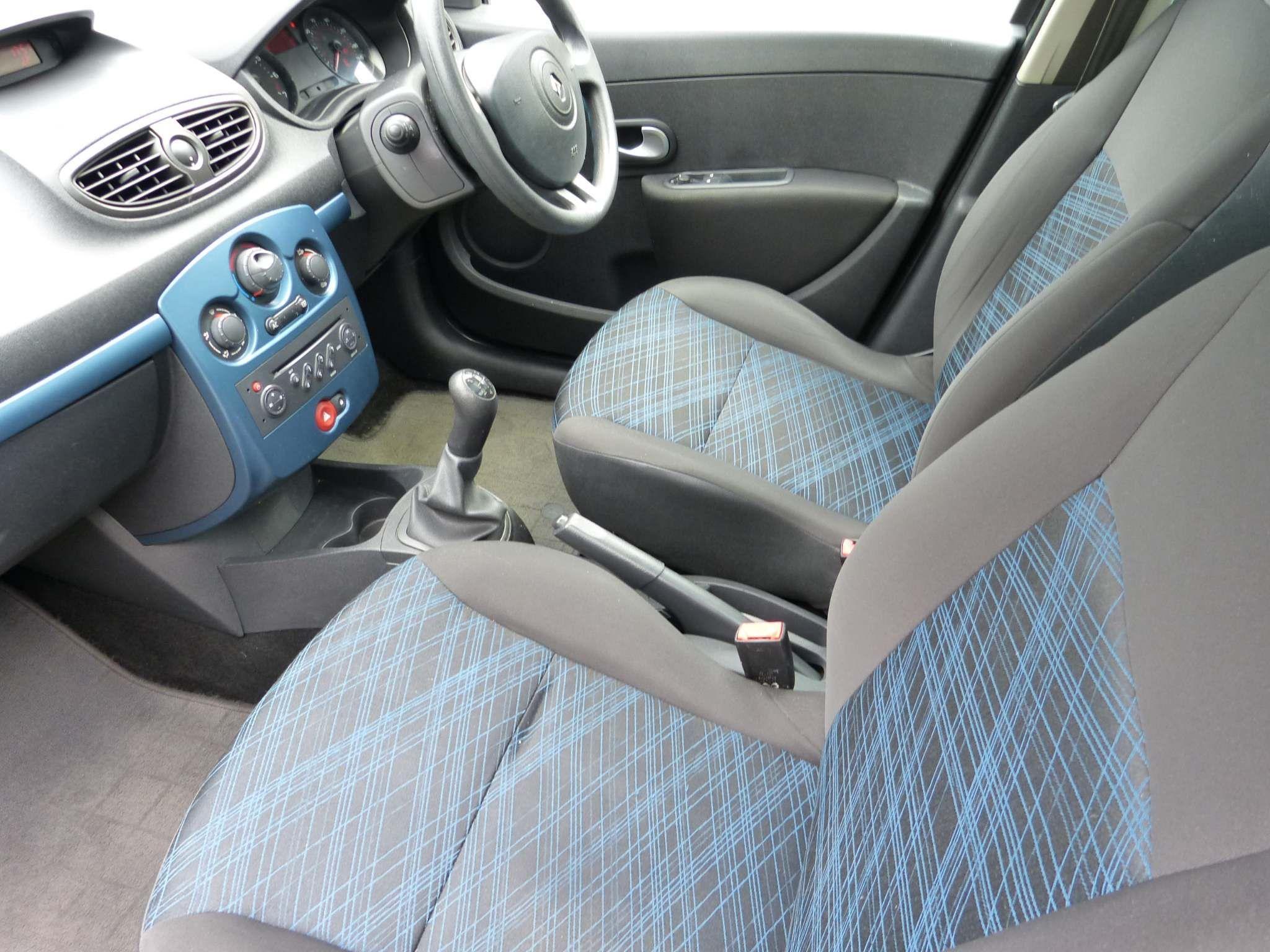 2009 RENAULT Clio 1.2 16v Expression Sport Tourer Petrol Manual  – Beechlawn Motors Belfast full